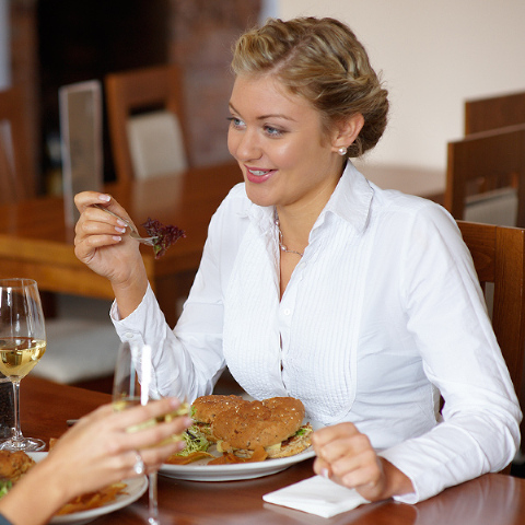 Lifestyle image, young women lunching